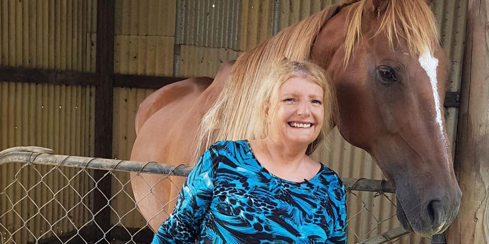 'Animal Whisperer' Amanda De Warren helps people around the world find peace after a loved one passes away. Now she's finding her own comfortable place in her beautiful Sunshine Coast home.