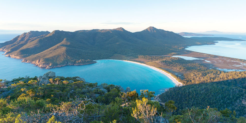 Experience the natural wonders and bounty of Tasmania's stunning environment with a luxury outdoor tour.
